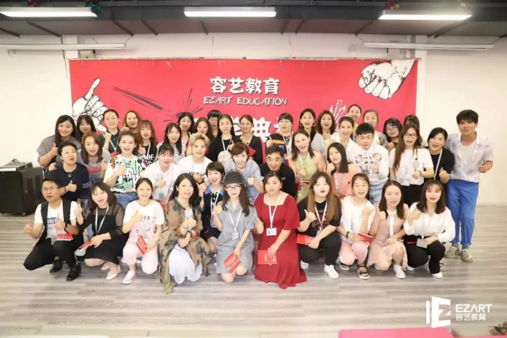 http://rongyiedu-guanwang.oss-cn-beijing.aliyuncs.com/明星经纪人班毕业的宝宝都去了哪里?
